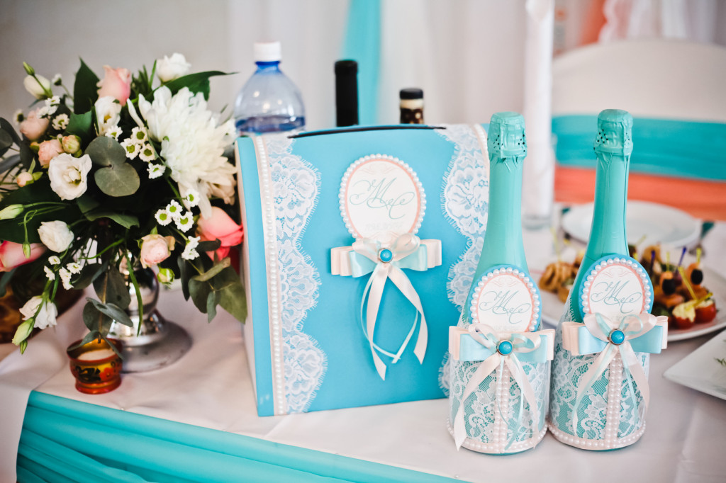 Champagne wedding clothing in turquoise and white with bow